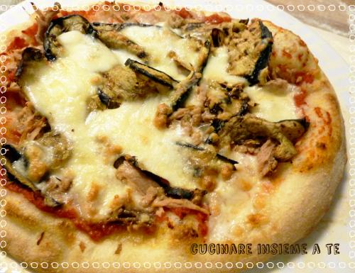 PIZZA FATTA IN CASA E PIETRA REFRATTARIA