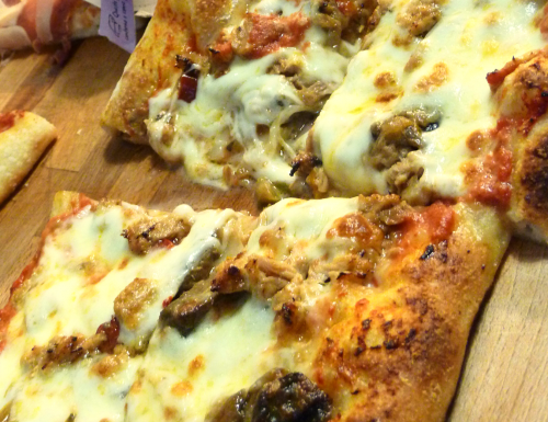 PIZZA FATTA IN CASA SU PIETRA REFRATTARIA