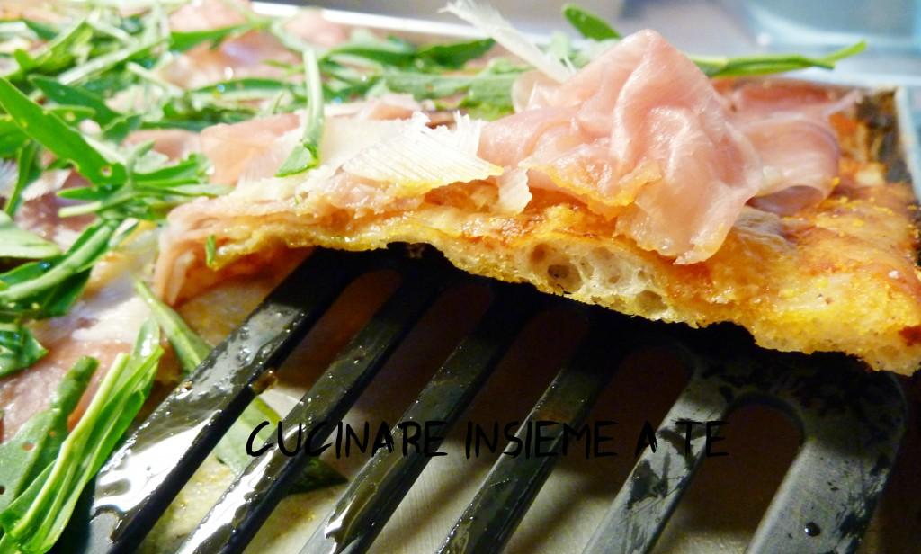 pizza in teglia fetta
