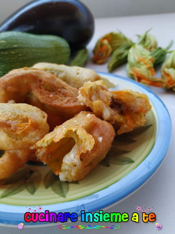 Fiori di zucca ripieni e fritti